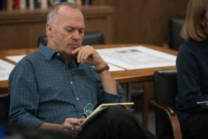 review film spotlight - michael keaton sebagai editor