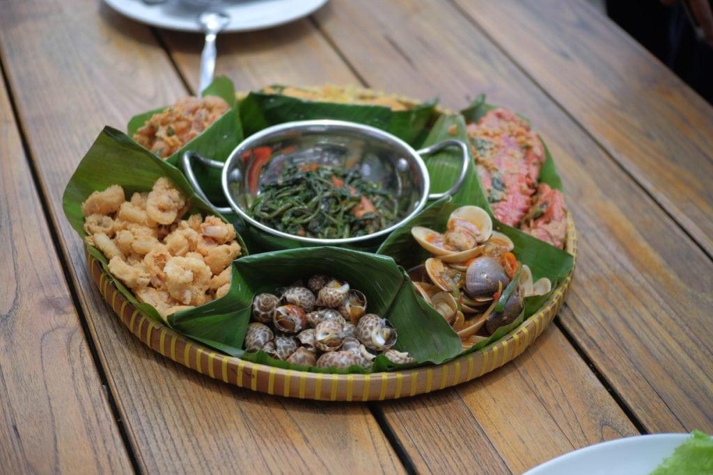makanan di dapur seafood pantai mutiara jakarta utara