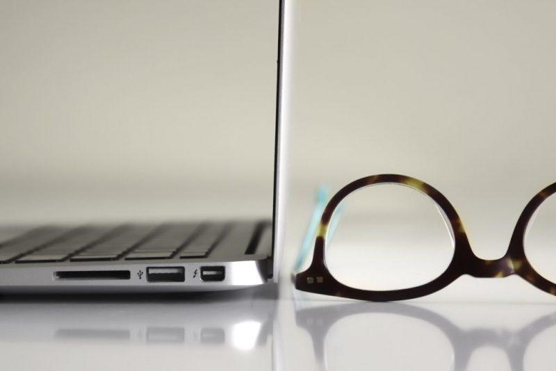 kacamata dan blogger