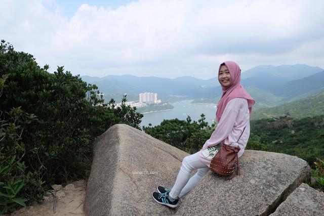 nia nastiti fashion blogger indonesia yang mencari masalah tentang gaya pakaian atau fashion